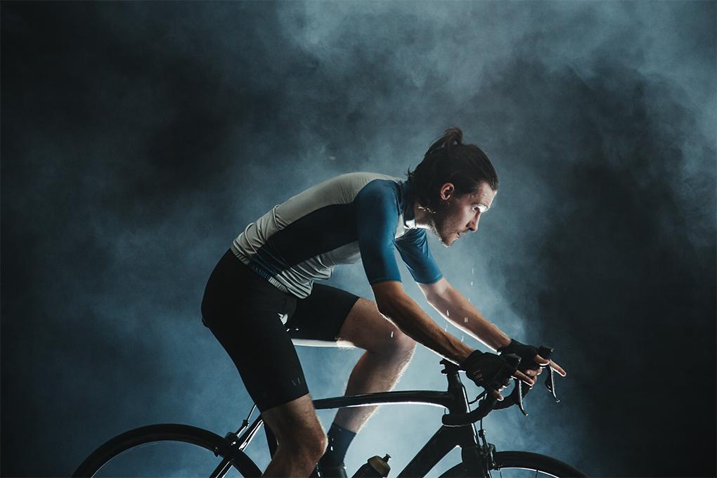 Đạp nhanh hết mức có thể trong 10 phút sẽ làm đổ nhiều mồ hôi và khó duy trì vận tốc